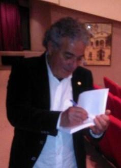 Carlo Desogus, nato a Selargius nel 1944, ha lavorato nella pubblica istruzione ed ha ricoperto incarichi politici ed amministrativi. Ispettore onorario per la Sovrintendenza archeologica, è da sempre appassionato di Storia della Sardegna e di Archeologia, in particolare del suo paese di origine Selargius.