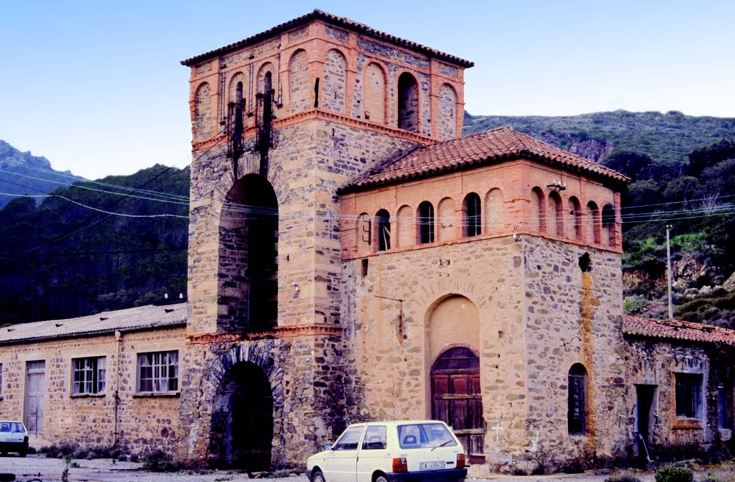 Il complesso minerario di Piccalinna costruito nella seconda meta dell Ottocento. Fotografia di Tarcisio Agus