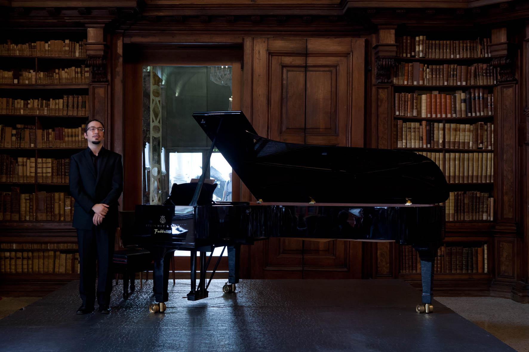 Roberto Piana Milano 2012. Concerto di Roberto Piana al Teatro Civico di Sassari 30 aprile 2015 ore 21.