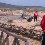 Le spiagge di Sassari si preparano per la stagione turistica 2015. Proseguono gli interventi per il ripristino del decoro nei litorali del territorio comunale di Sassari.