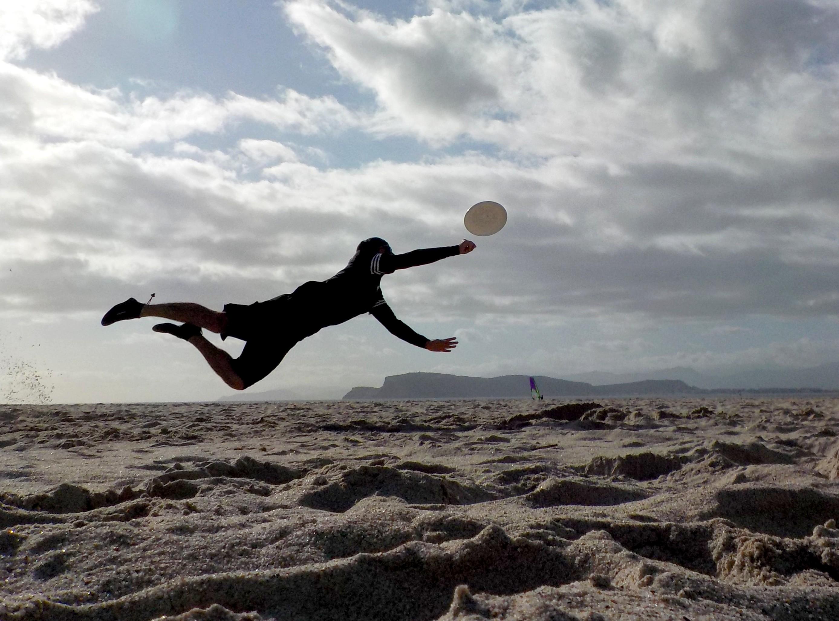L'evento collaterale del torneo di Beach Ultimate Frisbee è il Sundisc Picture Contest, il concorso fotografico pensato per i professionisti e gli amatori che vogliano provare a rendere per immagini l'elevato dinamismo di questo sport, l'aspetto altamente sociale dentro il campo ma anche fuori, quando il terzo tempo favorisce il dialogo fra le squadre e l'abbraccio, reale, fra i giocatori avversari.