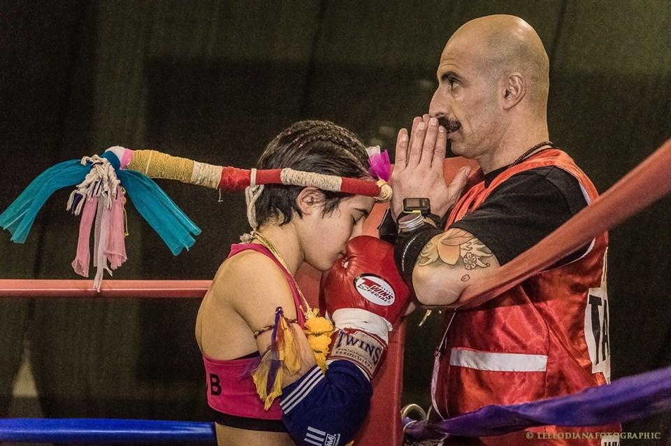 Angelo Tarantini Michela Demontis. Michela Demontis giovane sassarese porta a casa la Coppa del mondo di muay thai e kick-boxing.