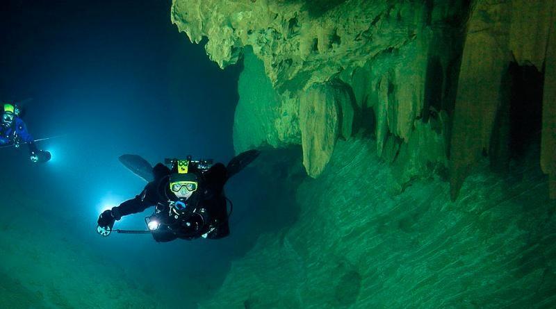 Esplorazioni nelle grotte sommerse della Sardegna. Le esplorazioni speleosubacquee nelle grotte sommerse del Golfo di Orosei e non solo.