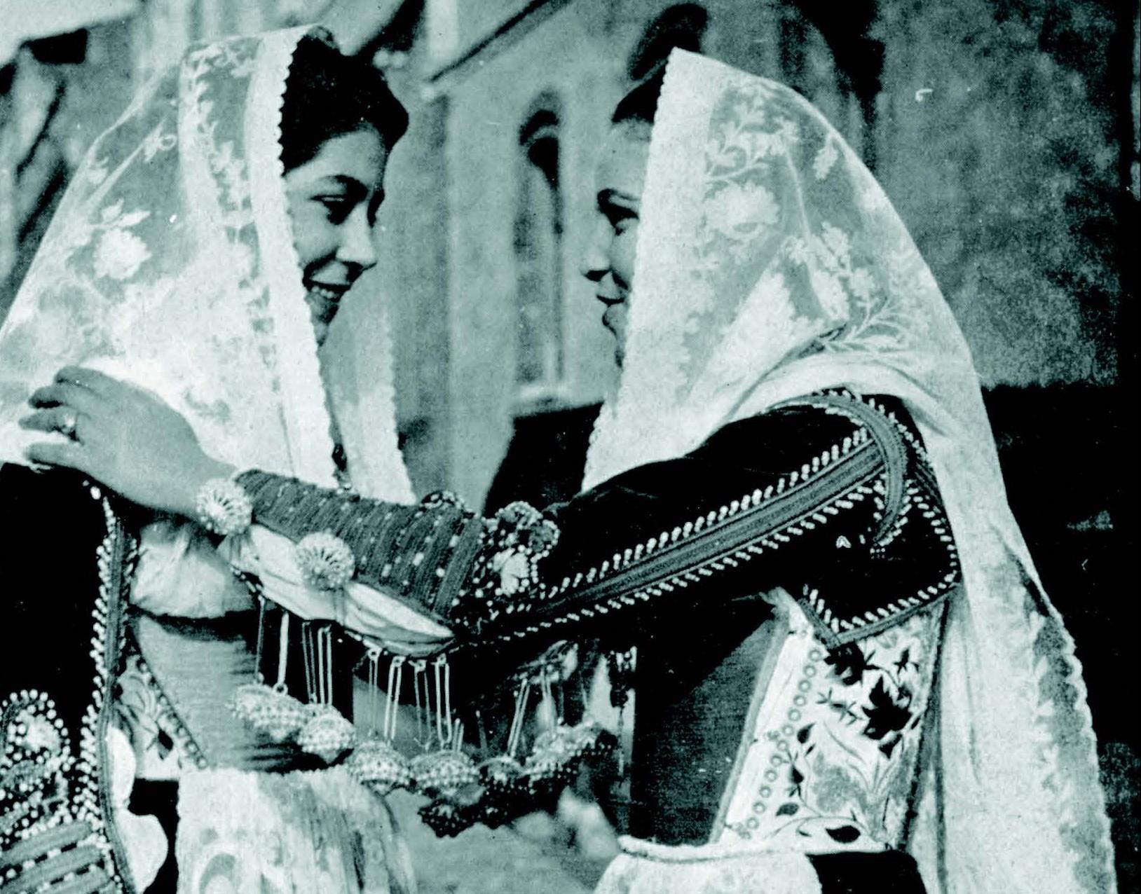 Ragazze in costume. 1958