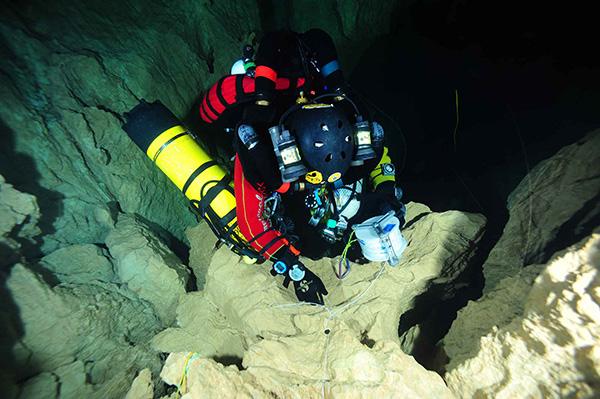 ONVEGNO INTERNAZIONALE DI SPELEOLOGIA SUBACQUEA Le esplorazioni speleosubacquee nel Golfo di Orosei Nuove Frontiere dell'esplorazione speleosubacquea
