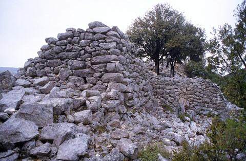 Baunei nuraghe Coa de Serra strutture del bastione