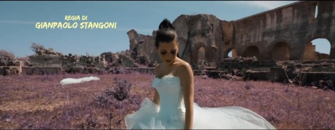 """Danzo Sospesa Regia di Gianpaolo Stangoni. Mr. Pièr Danzo Sospesa. Minako primo piano. """"Danzo Sospesa"""" video pieno di emozioni di Minako e Mr.PièR realizzato da Gianpaolo Stangoni."""