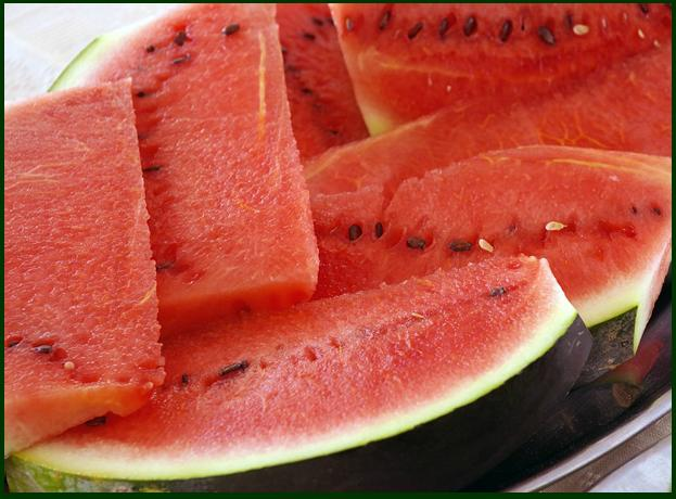 Frutta anguria. Tutti i prodotti tipici sardi dalla A alla Z, il vocabolario della buona tavola in Sardegna.