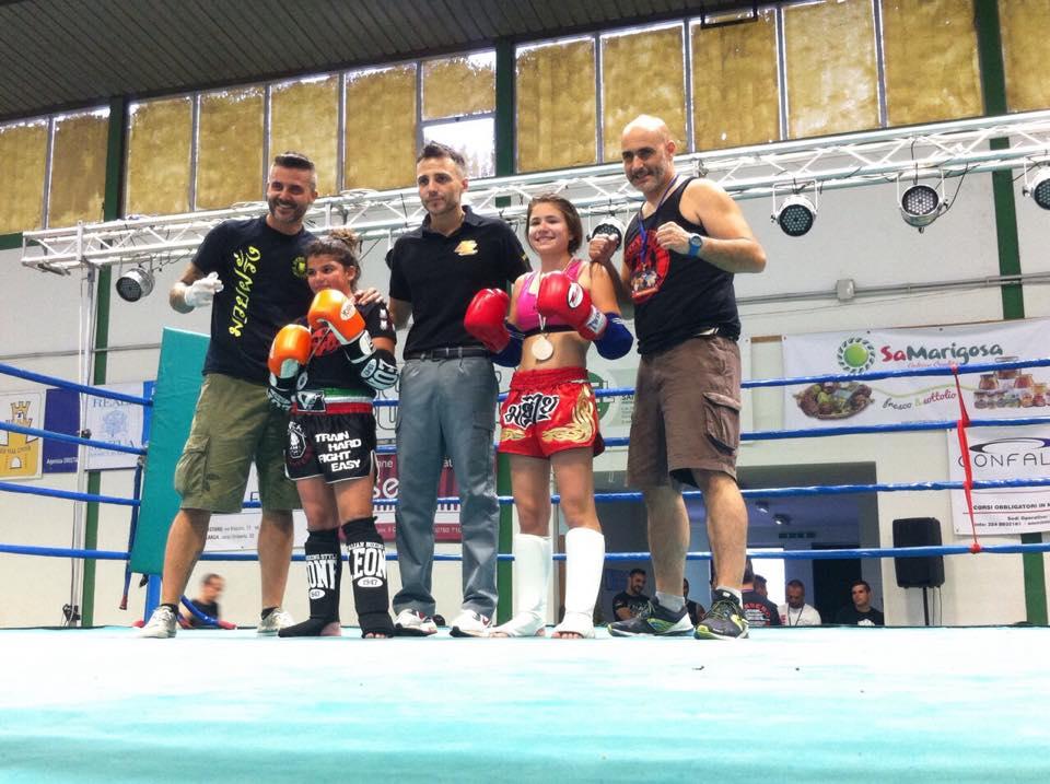 Il settore giovanile del Tarantini Muay thai boxing al gala internazionale di Oristano giugno 2015.