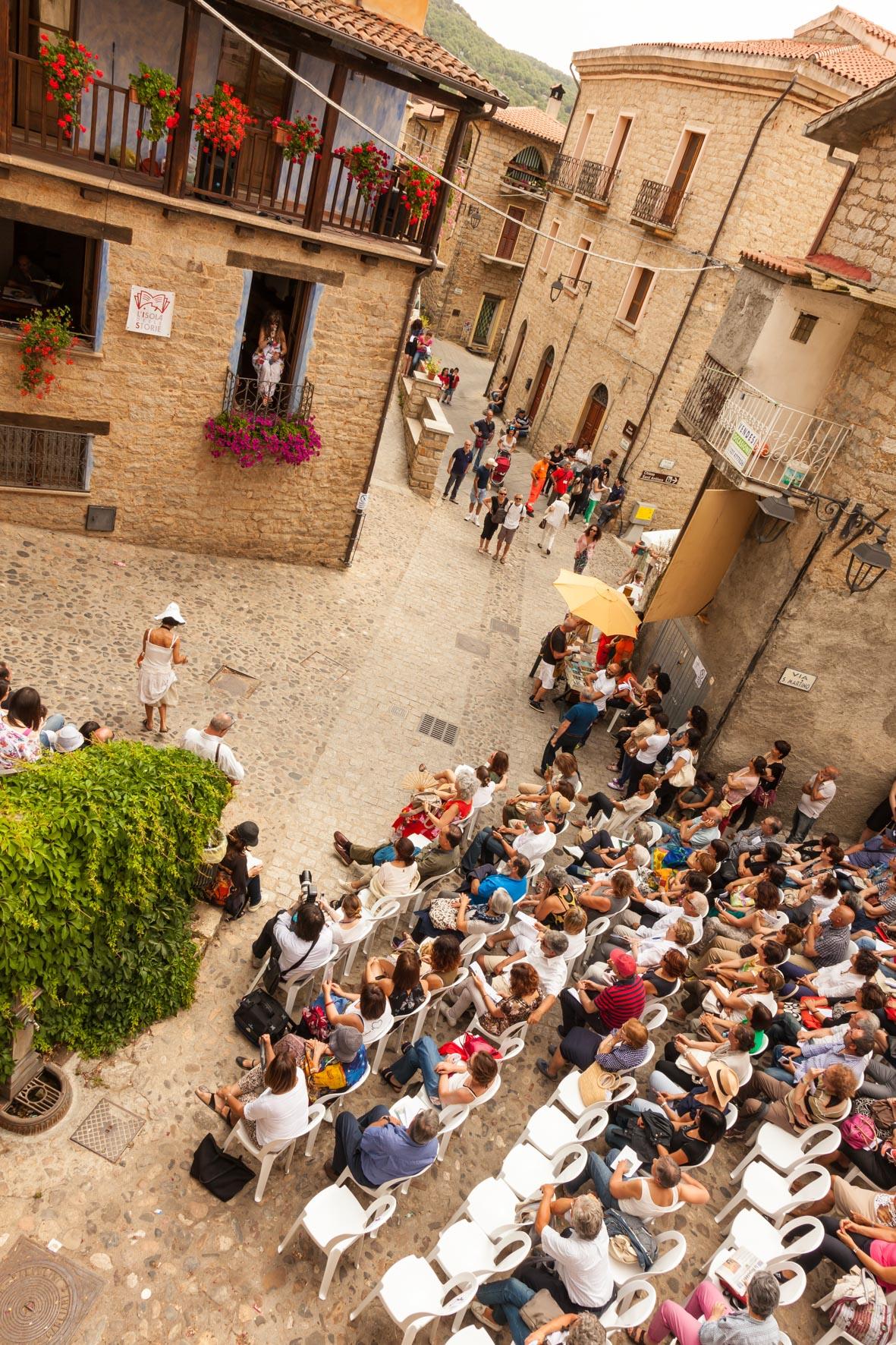 Festival Letterario della Sardegna a Gavoi chiesa. Festival Letterario di Gavoi dal 2 al 5 luglio 2015. Preludio il 13 e il 14 giugno 2015.