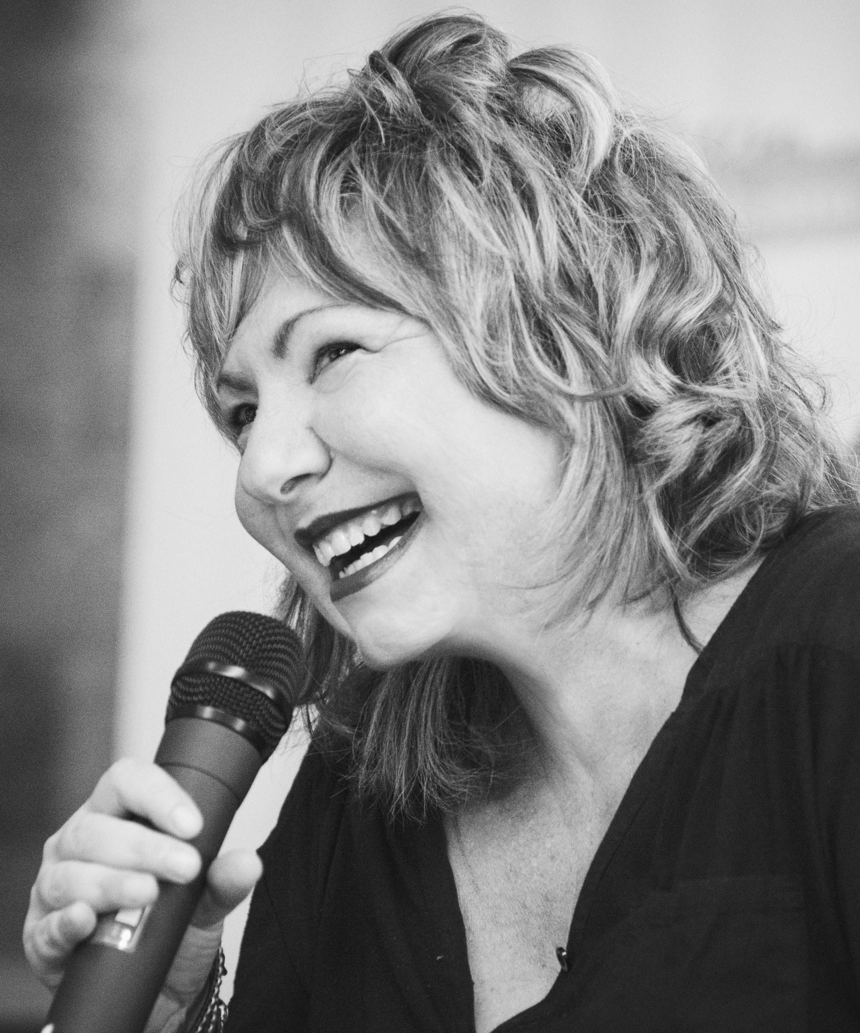 Grazia Verasani al Festival Letterario della Sardegna a Gavoi dal 2 al 5 luglio 2015.