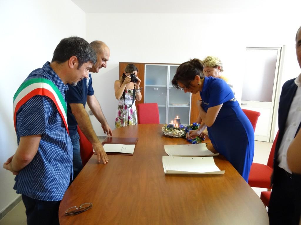 Vicesindaco e sposa. È stato il primo matrimonio celebrato dalla nuova amministrazione del Movimento 5 stelle sull'isola dell'Asinara, un momento decisamente emozionante non solo per gli sposi.