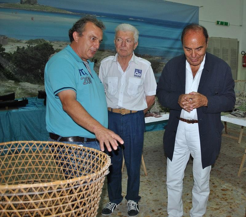 Bruno Vespa sabato scorso ha fatto tappa sull'isola dell'Asinara e in serata è stato l'ospite d'onore all'inaugurazione del Museo delle arti e dei mestieri di Stintino.