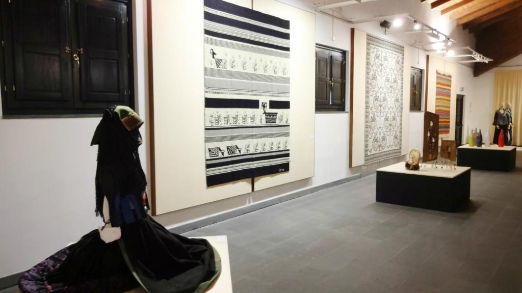 TESSINGIU 48^ Mostra dell'Artigianato Sardo. Fino al 6 settembre 2015 sarà visitabile presso il Museo MURATS e in altri locali del centro di Samugheo la mostra dell'artigianato Sardo Tessìngiu.