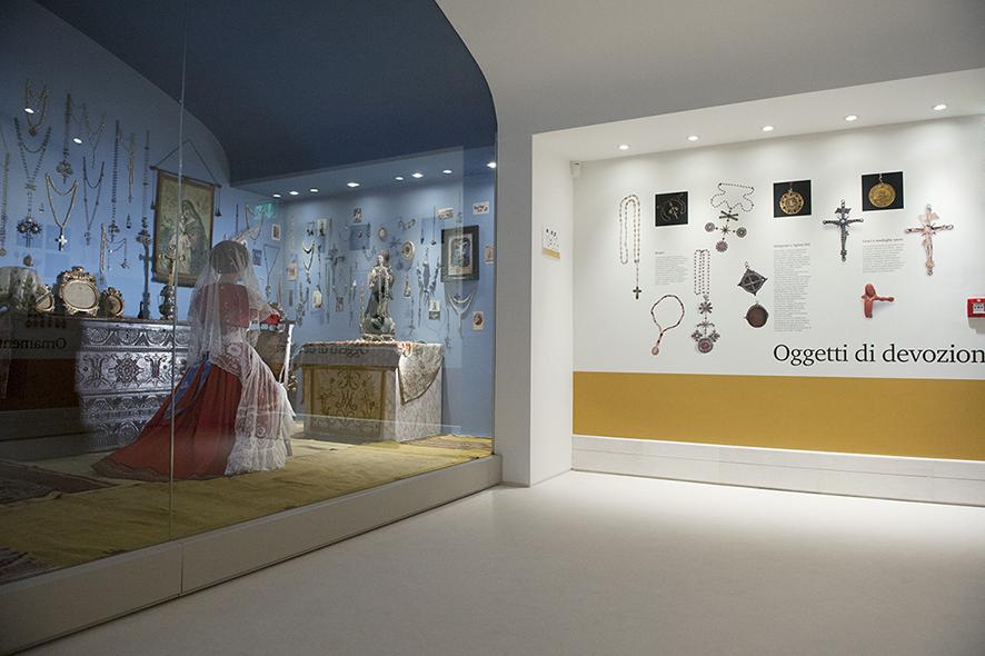 Sabato 19 dicembre 2015, alle 10.30, l'ISRE inaugura a Nuoro (via Antonio Mereu 56, aperto a tutti) il Museo del Costume, ampliato e completamente ristrutturato.