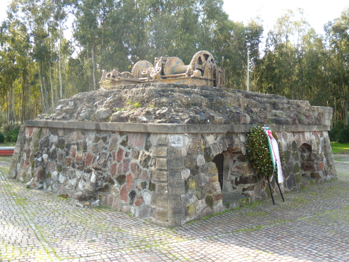 Pozzo Castoldi. Carbonia venerdì 4 dicembre 2015: deposizione corone in memoria dei Minatori.