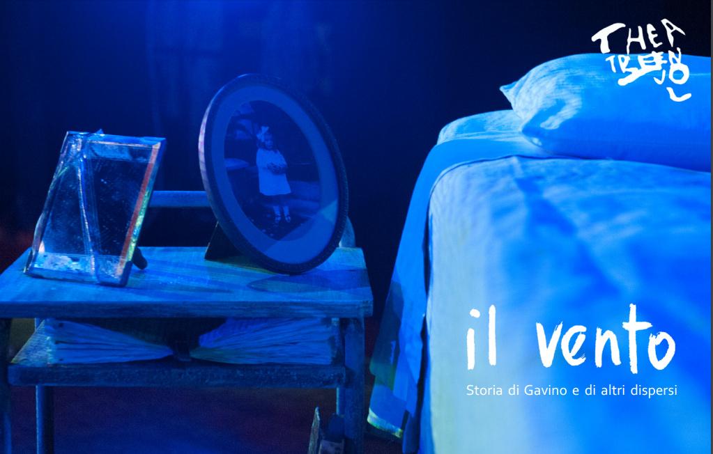 """In occasione del 70° anniversario della Resistenza e della Guerra di Liberazione, Theatre en vol presenta """"Il vento. Storia di Gavino Cherchi e di altri dispersi"""", tratto da """"Il viaggio più lungo"""" di Gavina Cherchi. Tre gli appuntamenti serali al Teatro Civico di Sassari: 20, 21 e 22 gennaio alle ore 21."""