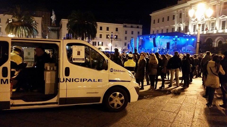 Sassari 4 gennaio 2016 foto Capodanno. A capodanno in sessanta all'alcoltest Campagna di sicurezza della polizia municipale sassarese in piazza d'Italia.