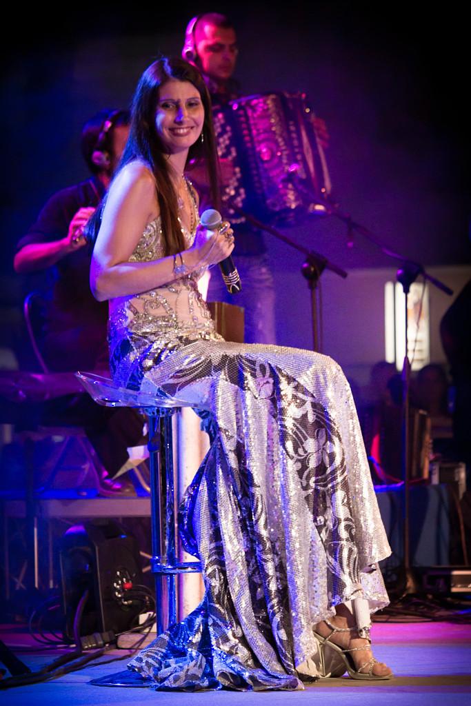"""Maria Luisa Congiu popolare cantante sarda """"Ambasciatrice per la causa delle Donne curde"""" e Premio """"Il Filo della Pace 2015""""."""