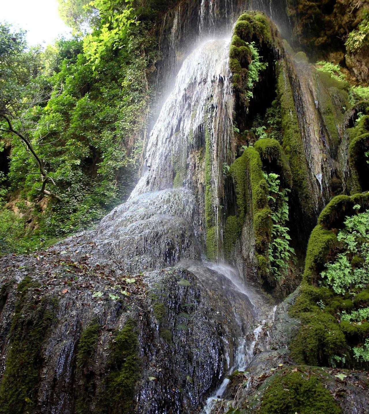 Cascata nel parco di Laconi