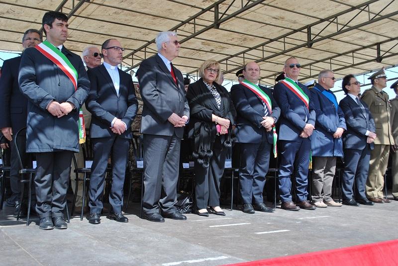 Brigata Sassari. Le autorità alla cerimonia. Il sindaco Nicola Sanna ha portato i saluti della città di Sassari agli uomini della Brigata Sassari in partenza per il Libano.