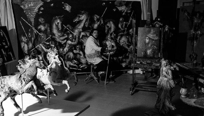 Jacopo Scassellati nel suo studio a Sassari dove vive e crea le sue opere. La città di Ozieri ospita Broken la Mostra Personale di Jacopo Scassellati presso la Pinacoteca cittadina Giuseppe Altana dal 14 maggio al 30 giugno 2016.