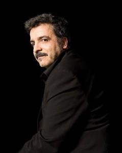 Lo Scrittore Marcello Fois è nato a Nuoro nel 1960, vincitore del Premio Italo Calvino nel 1992 vive e lavoro a Bologna.