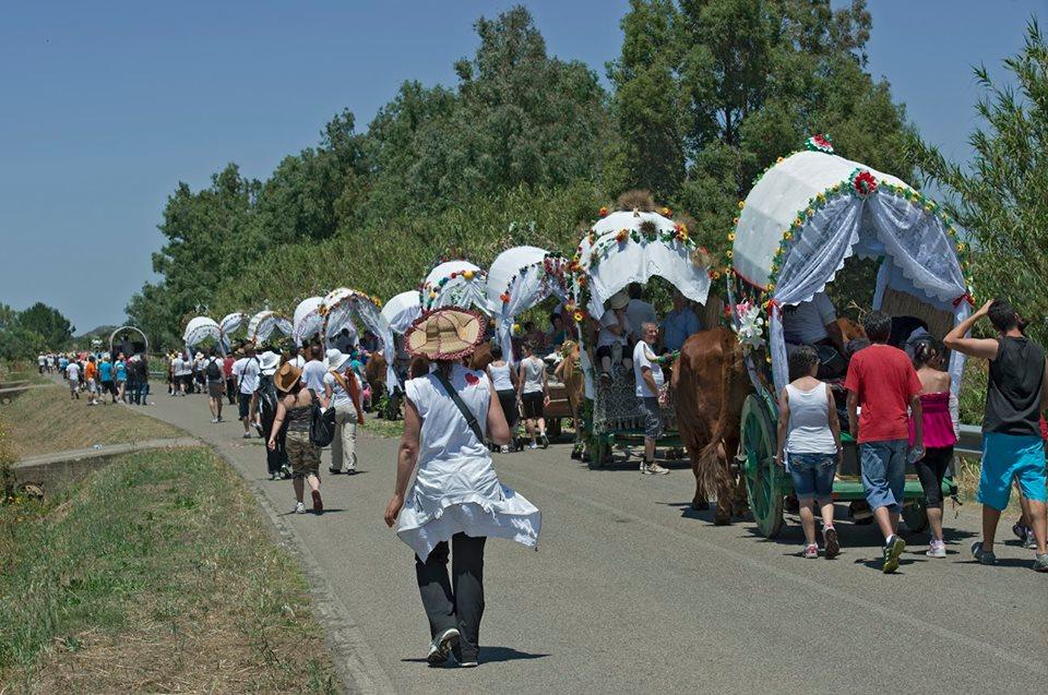 Si rinnova con un tripudio di Traccas addobbate a festa gruppi in costume suonatori di launeddas  e migliaia di fedeli l'appuntamento con la Processione di Sant'Antonio di Santadi Arbus da sabato 18 giugno a martedì 21 giugno 2016