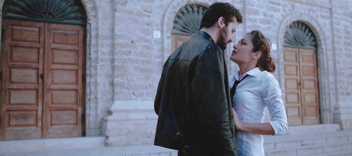 Scena di passione girata ad Alghero tra Elisa Desogus e Maurizio Pulina protagonisti del Video Clip di Dave Ruda L'amore Esplode con la regia e il montaggio del talentuoso Gianpaolo Stangoni.