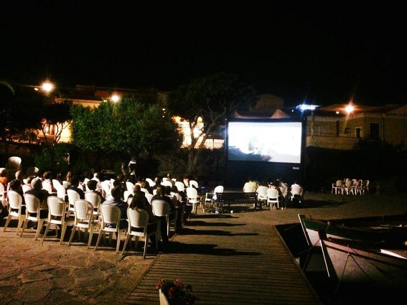 Stintino Cinema 2016. A Stintino un luglio 2016 ricco di Eventi. Estate Stintinese tutti gli appuntamenti culturali, musica, spettacoli e le attesissime Sagra del tonno e Note d'autore.