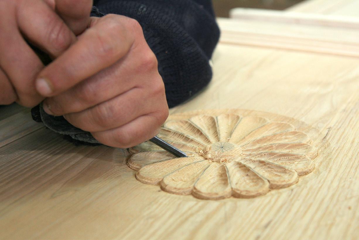 Lavorazione artistica e artigianale del legno presso la Fiera dell'Artigianato Artistico della Sardegna a Mogoro dal 30 luglio al 4 settembre 2016.