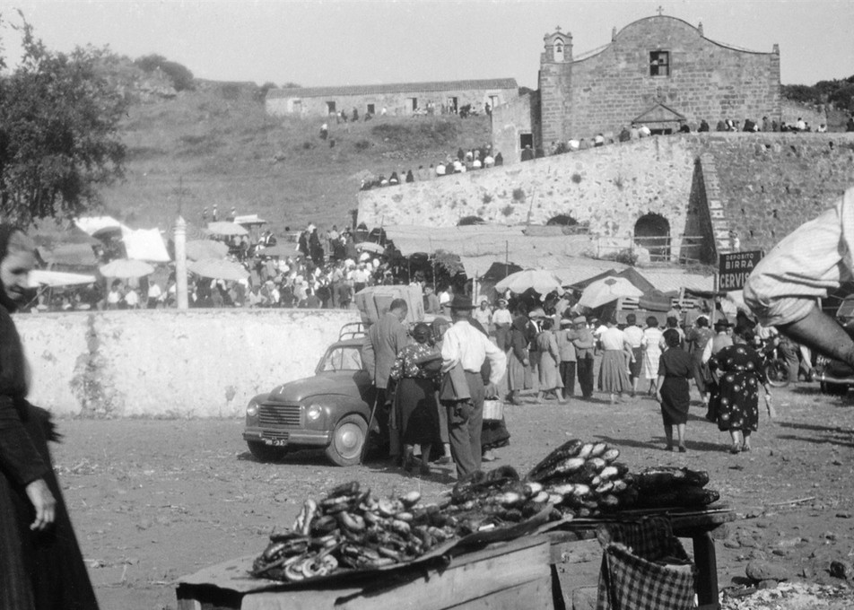 Sedilo la sagra di San Costantino foto di Piero Pirari 1950. Ardia Sedilo 2016. Informazioni storiche e culturali sull'Evento e il programma completo del 2016.