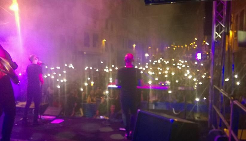 """Il Pubblico canta con i Tazenda """"No potho reposare"""" corso Vittorio Emanuele a Sassari 11 agosto 2016"""