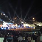 Una folla immensa in una Notte di Stelle a Balai dove tantissimi artisti hanno cantato in ricordo di Andrea Parodi a 10 anni dalla sua scomparsa.