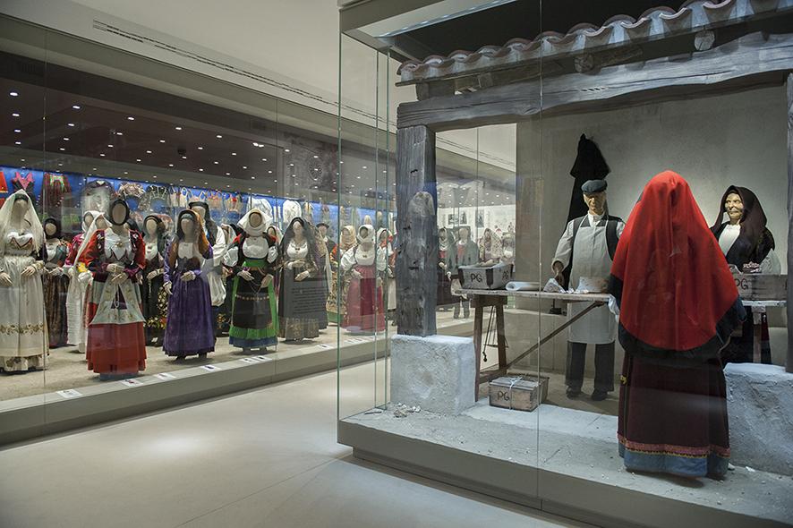 Sabato 27 agosto 2016 visita guidata al Museo del Costume di Nuoro e alle sue straordinarie collezioni di abbigliamento tradizionale.