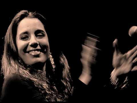 Sarà il doppio concerto di Ginevra di Marco e di Piero Marras a dare il via domani, 3 settembre 2016, ai festeggiamenti per la patrona di Stintino, la Beata Vergine della Difesa. Nella piazza dei 45, l'area dedicata alle famiglie che fondarono il paese di pescatori, a esibirsi per prima dalle 20.30 sarà Ginevra di Marco l'artista toscana che domenica riceverà a Siligo il premio Maria Carta.