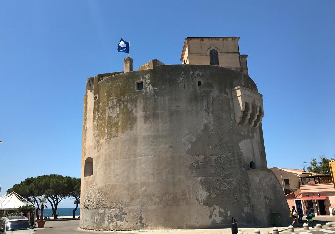 Il borgo marino di Torre Grande. Torre Grande è il Salotto Estivo degli oristanesi, il borgo marino di Torre Grande, presenta durante l'estate tutto il suo fascino della località turistica.