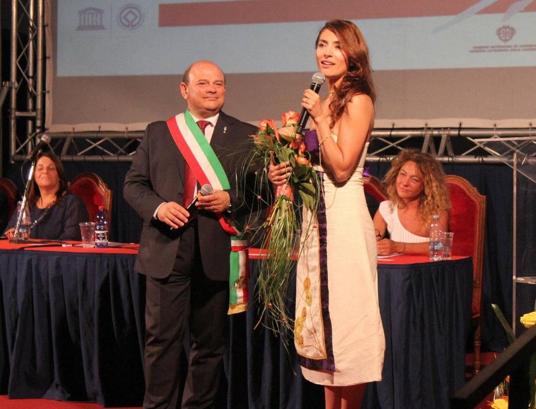 A Caterina Murino il Candeliere d'Oro Speciale 2017. Sassari 13 agosto 2017.