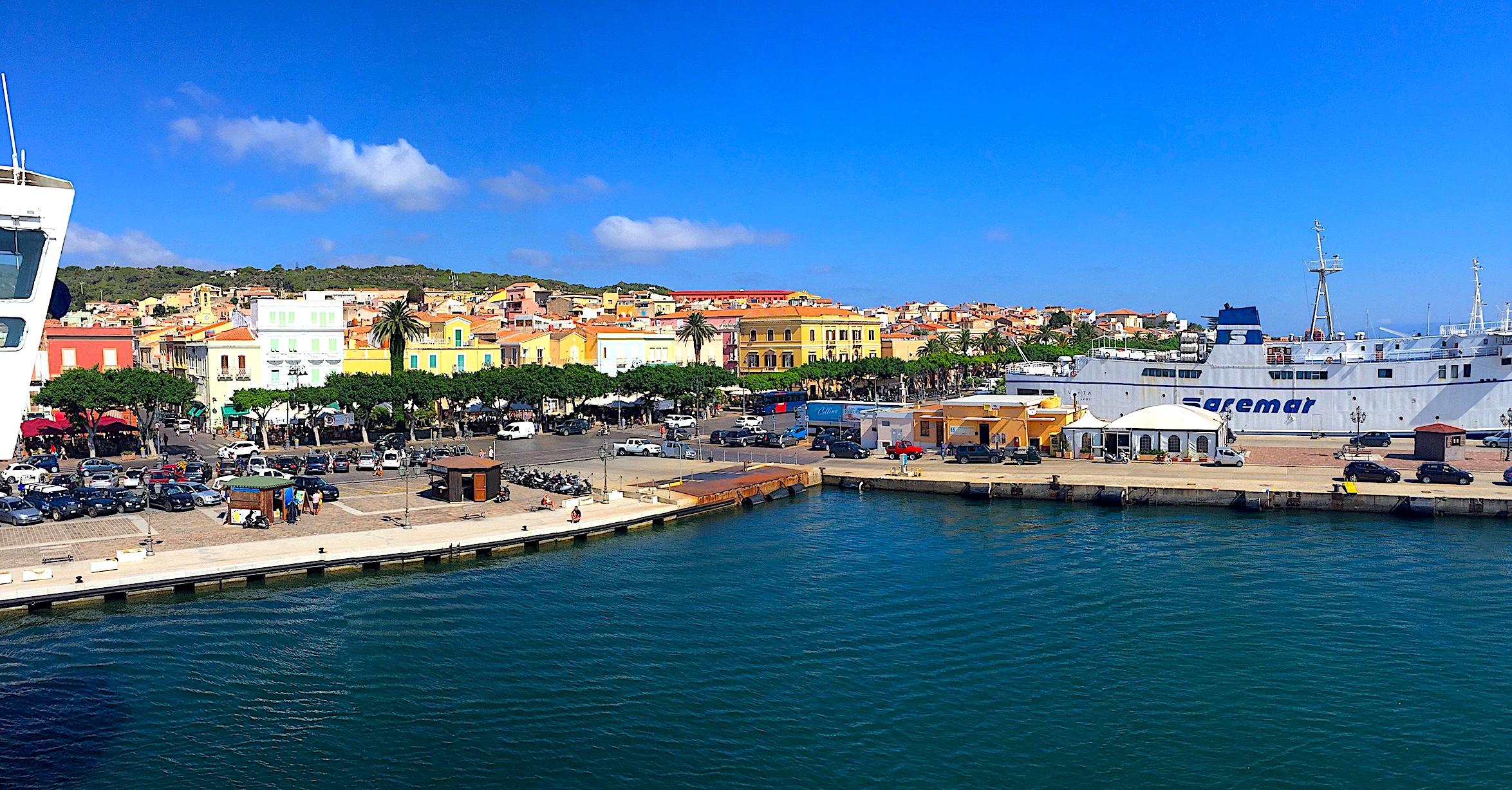Carloforte dal 29 agosto al 3 settembre 2017 Festival Dall'Isola dell'isola di una Penisola XXI Edizione. A Carloforte ritorna il festival Dall'isola dell'isola di una penisola dal 29 agosto al 3 settembre 2017.