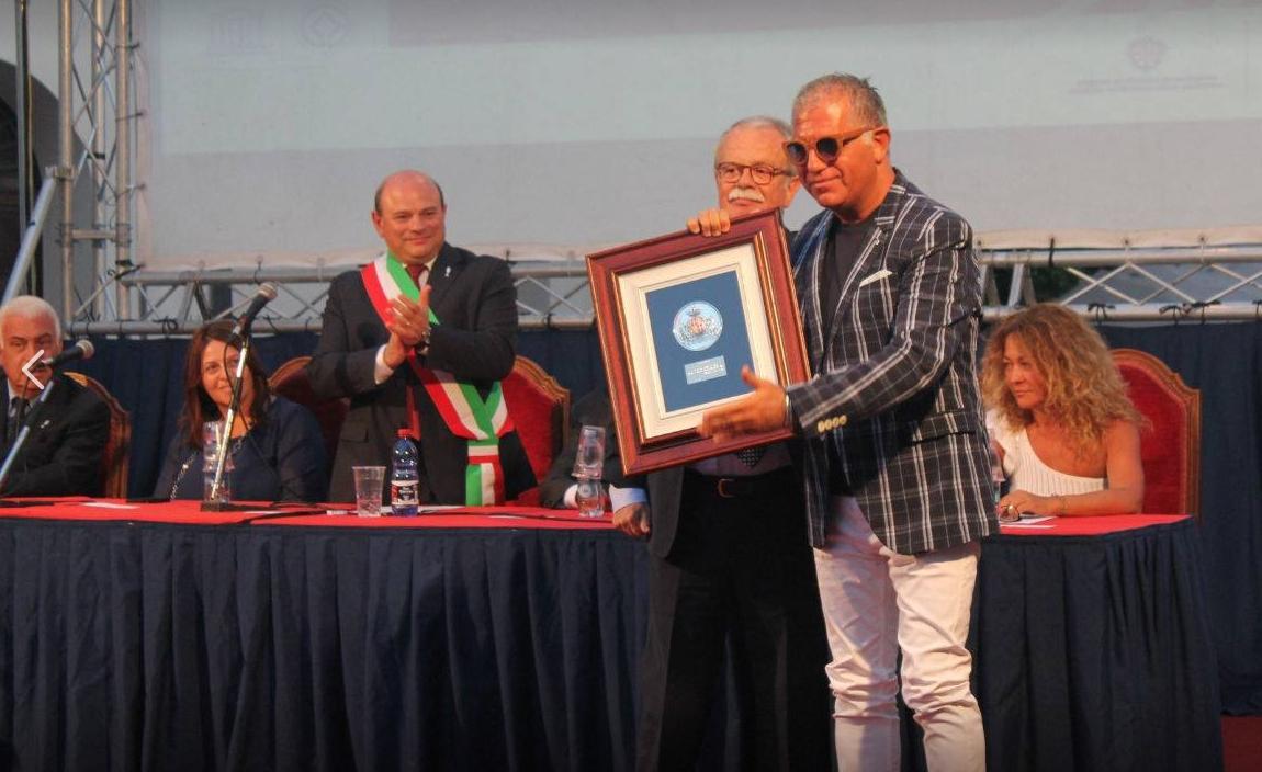 Domenica 13 agosto 2017 consegnata una targa alla memoria di Salvino Pischedda al figlio Valerio e la figlia Marina