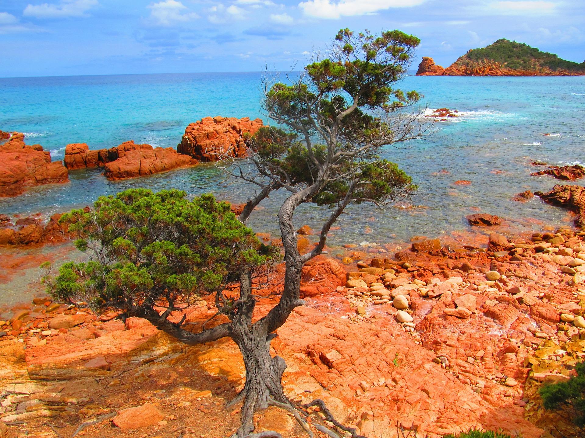 La spiaggia di Su Sirboni in località Marina di Gairo nel comune di Gairo come arrivare.