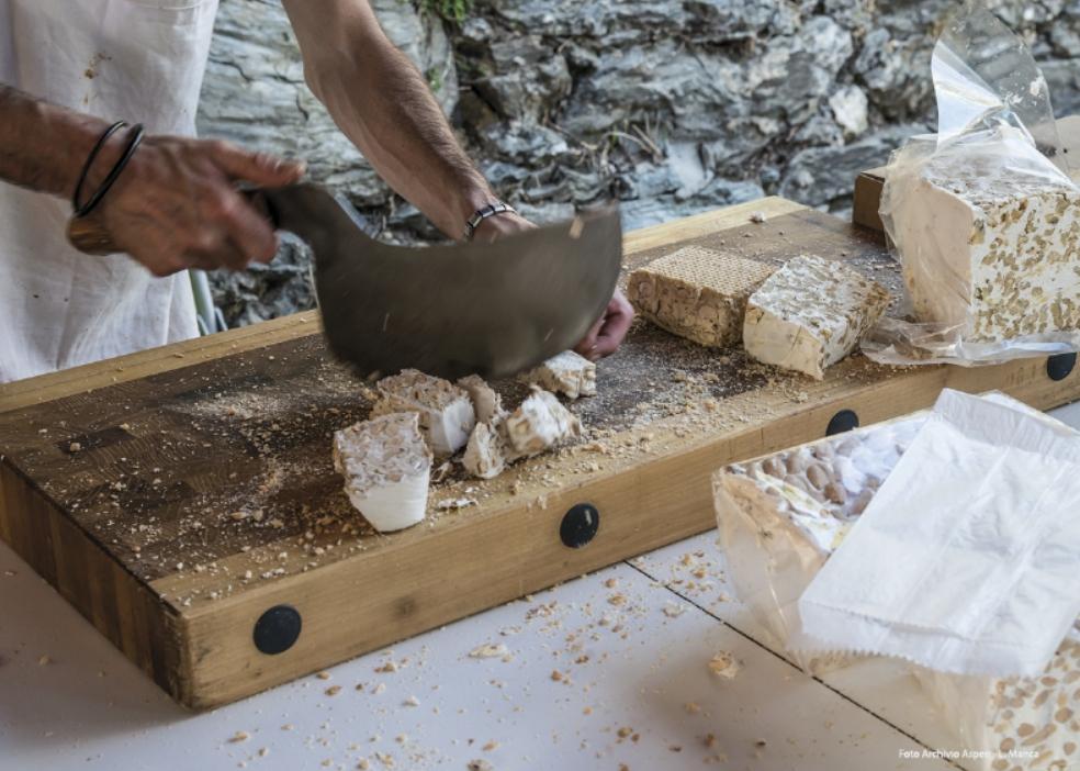 Autunno in Barbagia a Tonara 2017 degustazione del famoso torrone di Tonara. Dove mangiare e dove dormire a Tonara.