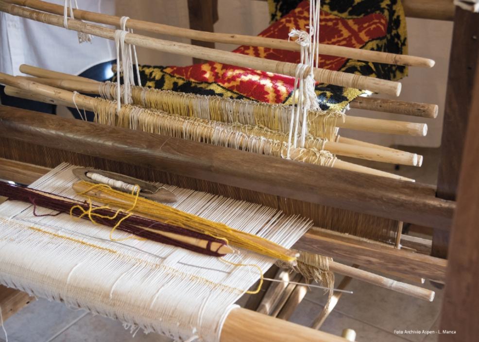 Autunno in Barbagia a Tonara 2017 lavorazione dei tappetti tipici tonaresi. Tonara Maistos e Carrattoneris dal 30 settembre al 1 ottobre ecco il Programma Completo.