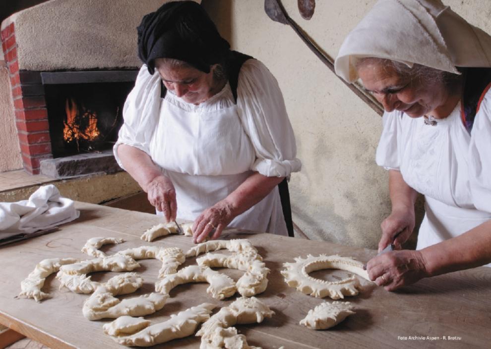 Meana Sardo Cortes Apertas 7 e 8 ottobre 2017 preparazione pane tipico locale