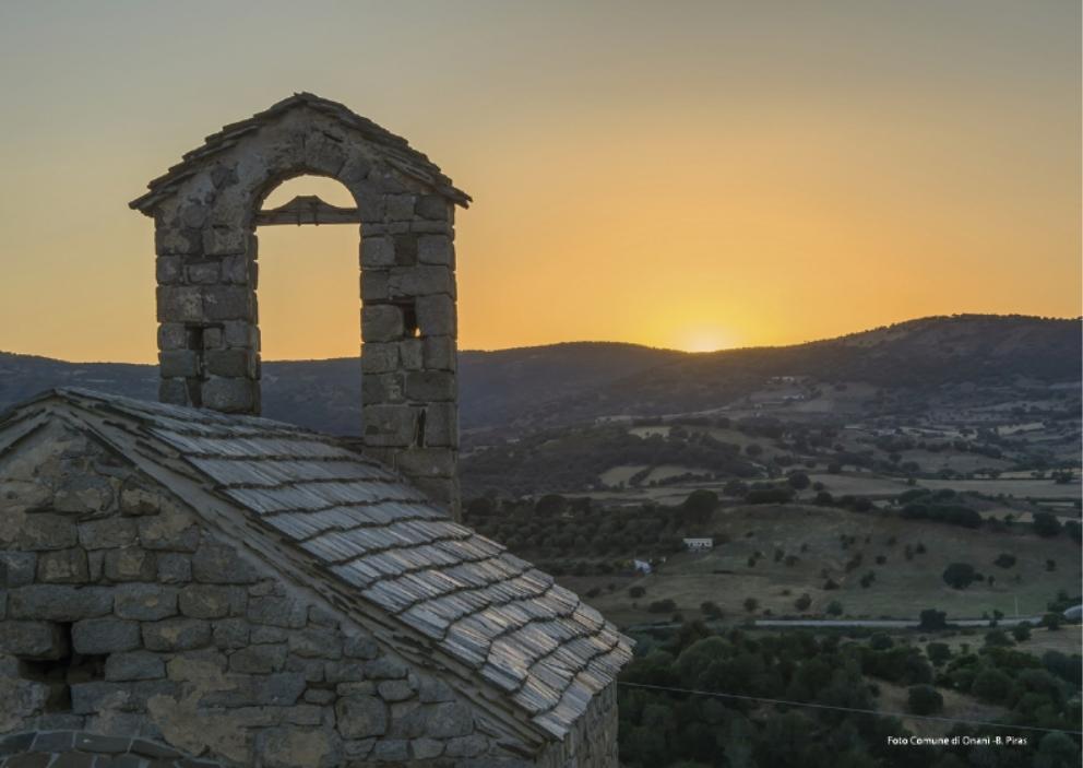 Onanì Cortes Apertas 7 e 8 ottobre 2017 particolare del paese al tramonto