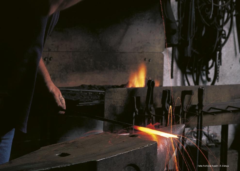 Orani Lavorazione del Ferro in Bottega durante Cortes Apertas Autunno in Barbagia. Autunno in Barbagia ad Orani 2017 Programma Completo.