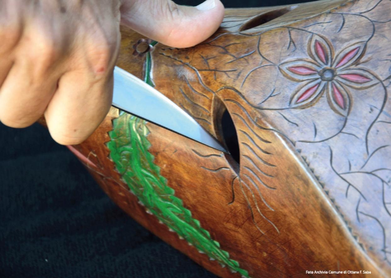 Ottana Autunno in Barbagia 28 e 29 ottobre 2017 lavorazione artigianale di una maschera in legno