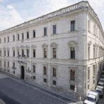 Venerdì 15 dicembre 2017 a Palazzo Ducale sarà inaugurata la mostra Chiamarlo amore non si può organizzata dal Comune di Sassari.