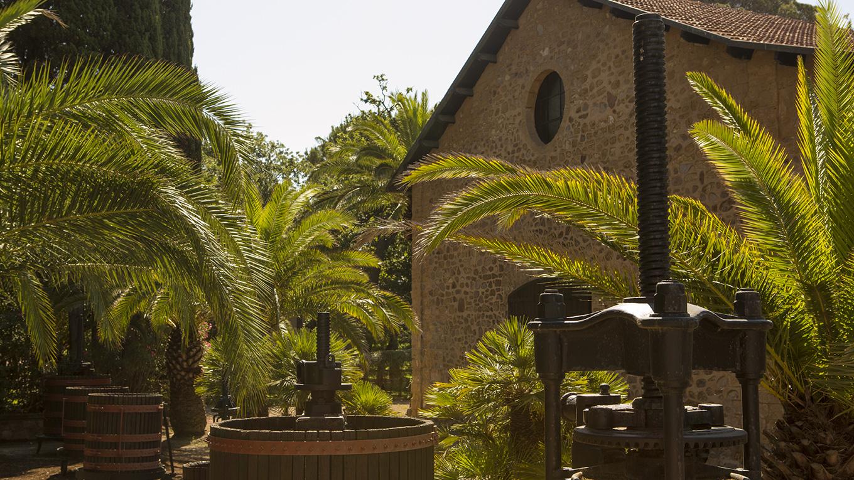 Sella & Mosca Azienda Vitivinicola Sardegna Alghero il 26 maggio 2019 partecipa all'Evento enoturistico più importante in Italia Cantine Aperte con visite guidate al Museo e all'Azienda e degustazione vini