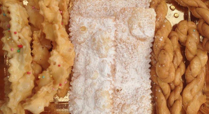 Origliette o Trizzas dolce tipico sardo di Carnevale.